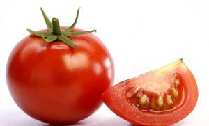ماسک گوجه برای درمان تیرگی پوست گردن